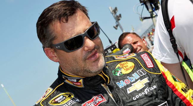 Tony Stewart kills Kevin Ward on the Track